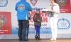 Паршучихин Богдан принимает награду из рук губернатора Тверской области Андрея Шевелева. Фото: Илья Снежков