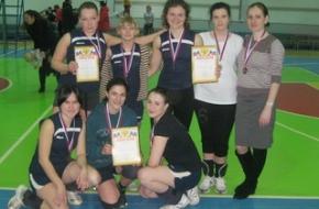 Очаровательные девушки в Лихославле играют в волейбол и баскетбол