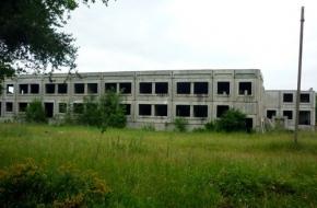 В поселке Калашниково прорабатывается вариант строительства детского сада на базе недостроенной больницы