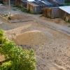 Жители Калашниково пожаловались на разворовывание стройматериалов при капремонте придомовой территории