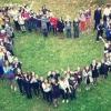 Лихославльские школьники гигантским «живым сердцем» поздравили своих педагогов с Днем учителя