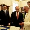 Владимир Путин подарил Папе Римскому панно, созданное торжокскими золотошвеями