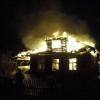 В Спирово сгорел жилой дом, пострадавший с сильными ожогами в больнице (фото)