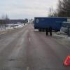 Под Торжком 76-летний пенсионер на иномарке протаранил «раскорячившуюся» на дороге фуру (фото)