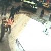 В Твери с крыши дома на проходившую мимо женщину упала огромная ледяная глыба (видео)
