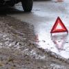 Вечером в Спирово водитель «двенашки» протаранил припаркованный на обочине автомобиль
