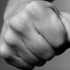 В Торжке пьяный мужик «вызвал на спарринг» свою подругу, женщина проиграла