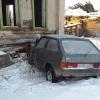 В Торжокском районе «восьмерка» врезалась в дом, погибли два человека (фото)