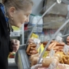 В России планируют раздать гражданам социальные продовольственные карты