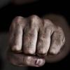 В Лихославле на улице избили и ограбили молодого парня