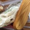 Жители Торжка пожаловались на тараканов, бегающих по хлебу в магазине