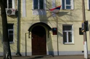 На здании администрации Торжокского района вывесили перевернутый флаг России (фото)