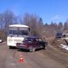 В селе под Торжком пассажирский автобус протаранил легковушку (фото)