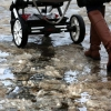 В Тверской области двое малышей получили травмы, выпав из коляски, которая угодила в яму на дороге