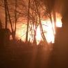 Ночью в поселке Калашниково сгорел деревянный барак (фото)