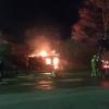 В поселке Калашниково горит очередной заброшенный дом (фото и видео)