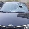 В Торжке пьяный пешеход разбил лобовые стекла двух иномарок (фото)