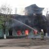 В Спирово сожгли двухэтажный нежилой дом (фото)