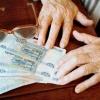 В Спирово у спящего пьяного пенсионера украли пенсию
