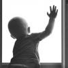 В Тверской области 2-летний ребенок выпал из окна многоквартирного дома