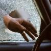 Ночью в Калашникове автоворы разбили окно и ограбили машину