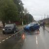 В Лихославле две иномарки не поделили дорогу, есть пострадавшие (фото)
