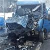 Под Торжком «Газель» протаранила прицеп фуры, водитель в тяжелом состоянии (фото)