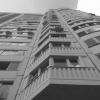 Мужчина сорвался с 10-го этажа и разбился насмерть, спускаясь по веревке из постельного белья и полотенца