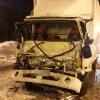 В Торжокском районе водитель грузовика врезался в прицеп фуры, есть пострадавшие (фото)