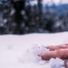 В поселке Калашниково на улице обнаружена насмерть замерзшая женщина