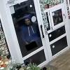 В Твери извращенец подошел к витрине магазина и начал мастурбировать (видео, 18+)