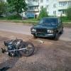 В центре Калашниково водитель «Жигулей» сбил двоих подростков на мотоцикле, подростки с серьезными травмами в больнице (фото)