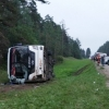 В Тверской области перевернулся туристический автобус, есть пострадавшие (фото)