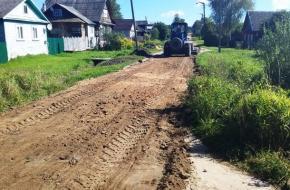 В поселке Калашниково провели грейдирование грунтовых дорог