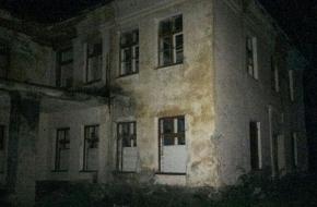 В Тверской области два ребенка пробрались в заброшенный госпиталь, наелись старых таблеток и попали в реанимацию