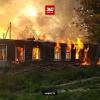 В поселке Калашниково горит заброшенный многоквартирный барак (видео, фото)