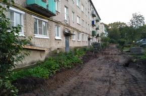 В поселке Калашниково начался долгожданный ремонт дворов МКД