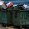 Жительница Торжка пошла выкидывать мусор и нашла в контейнере боевой авиационный снаряд