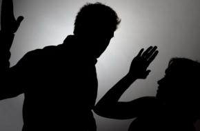В поселке Калашниково на улице избили женщину
