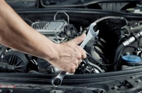 В Торжке мошенник в автомастерской пропал с двумя машинами