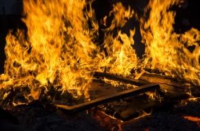 В Лихославле из-за электропроводки загорелся жилой дом