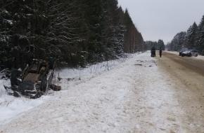 Под Торжком водитель «ВАЗа» взял на таран внедорожник (фото)