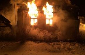В деревне под Торжком сгорел жилой дом (фото)