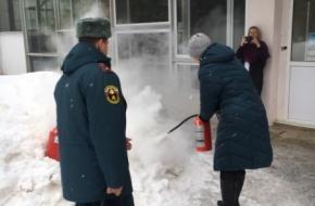 Работникам культуры напомнили о пожарной безопасности и как пользоваться огнетушителями