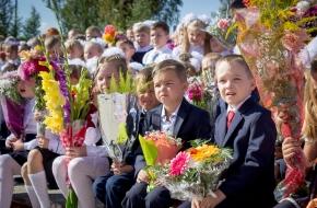 Море улыбок, солнца, цветов и бантов – таким был День знаний в Лихославльском районе (фото)