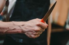 Житель Лихославля, вооруженный ножом, грозился убить сестру