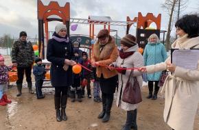 В Калашниково состоялось торжественное открытие новой детской игровой площадки