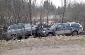 В Лихославльском районе пьяный водитель иномарки устроил ДТП с пострадавшими (фото)