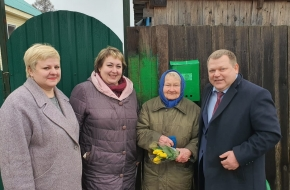 В Лихославльском районе труженицы тыла получили весенние поздравления с праздниками