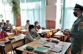 Педагогическому составу и учащимся школ Лихославльского района напомнили требования пожарной безопасности
